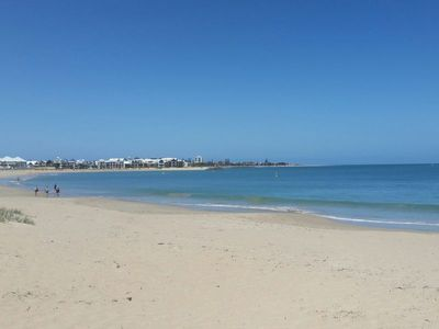walk from home to home along the beach 3 minutes or 2 minutes along the path