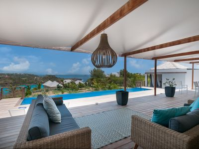 Modern 4 bedroom villa within walking distance from Domaine du Levant Beach