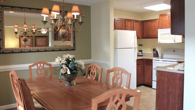 Photo for 3 Bedroom Suite Sleeps 10 at Kingsgate Resort-  5 Min. to Colonial Williamsburg