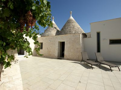 Photo for Charming trullo in Cisternino in Valle d'Itria, AC, free WIFI & parking