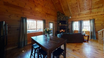 Large Decks, Hot tub, Log Fireplace, Large Fire pit, secluded property. Hiking