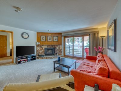 Photo for Immaculate, updated mountain condo w/ shared pool & hot tub - great views!