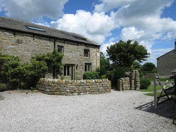Beautiful Luxury Yorkshire Cottages With Stunning Valley Views - The Courtyard