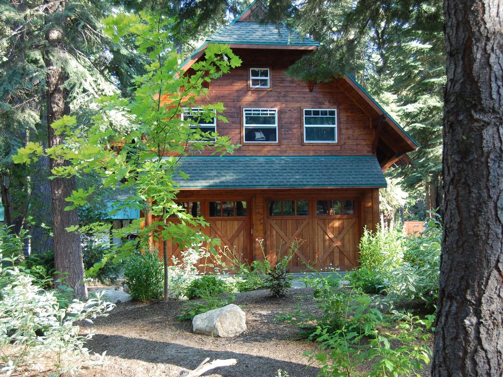 Old Tahoe Style Westshore Cabin Walk To Private Beach