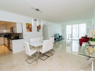 Photo for Apartment Luxury The Tides on the Beach with sea view