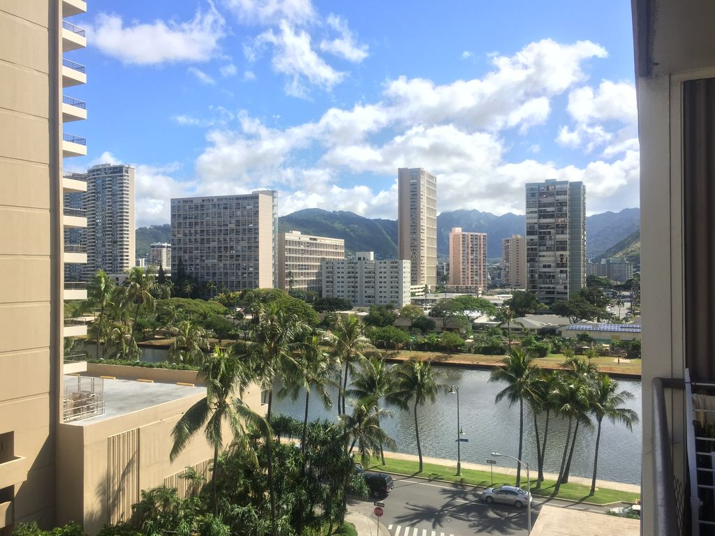 Waikiki Apartment/condo with pool and parking : kuhio beach torch lighting hula ceremony - www.canuckmediamonitor.org