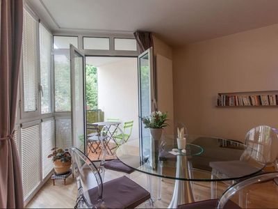 Photo for Luxury apartment 50m2, lift, park and terrace in the historical center of Aix