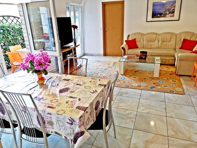 Photo for A4 –apt near sea with patio, breakfast & parking