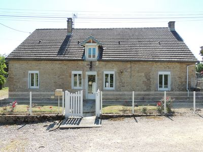 Photo for Charming individual house 170 m², enclosed garden, view of rolling Auxois hills.