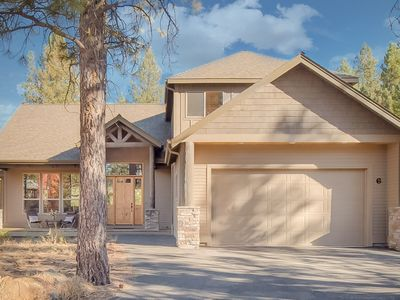 Photo for Spectacular Sunriver retreat w/private hot tub & shared pool - river nearby