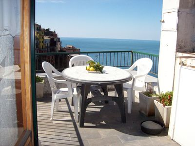 Photo for Apartment overlooking the sea and Corniglia