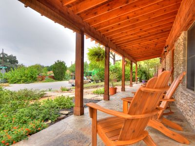Front Porch- aTouch of Texas Hill Country