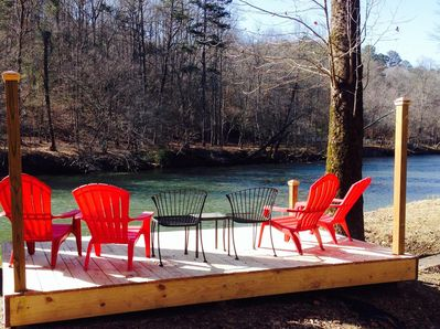 Riverside deck to: read, fish, get in and out of river, sun & see tubers/kayaks!