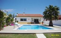 Lovely accomodation within 7 km of the beach.