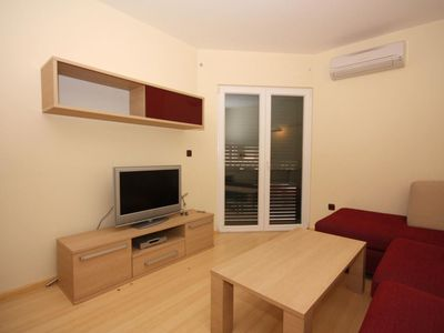 Photo for Two bedroom apartment with balcony and sea view Tučepi, Makarska (A-3193-l)
