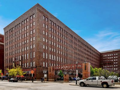 Photo for Experience Urban Sophistication at it's finest- 2 BR Apt in Downtown Cleveland