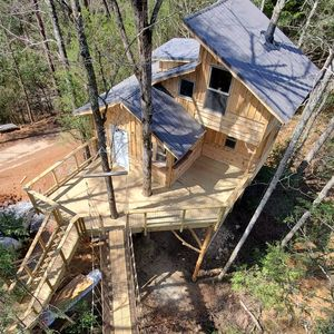 Photo for Luxury treehouse built by The Treehouse Guys of the DIY show