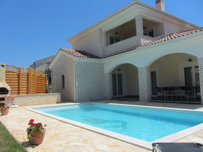 Photo for 5-star villa: 4 bedrooms, 4 shower rooms, private parking, pool, Jacuzzi, sauna