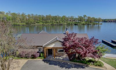 One of a Kind Remodeled Cottage on Beautiful Lake Hamilton!