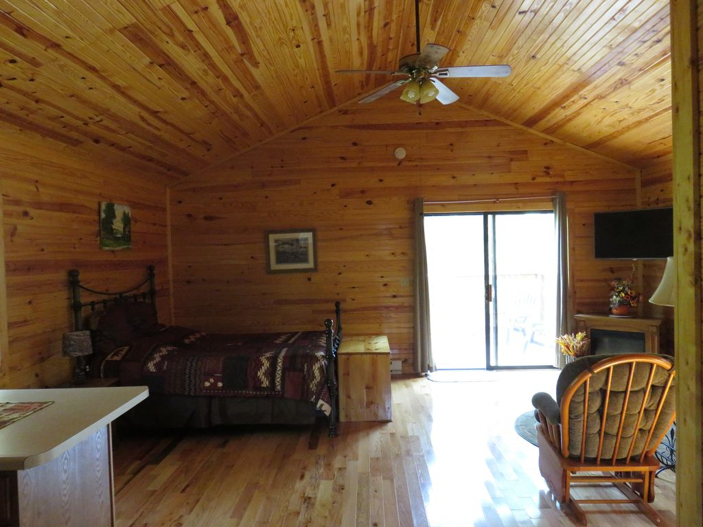 Secluded Romantic Cabin For Two Hidden In Woods w/Huge, Private Hot Tub!