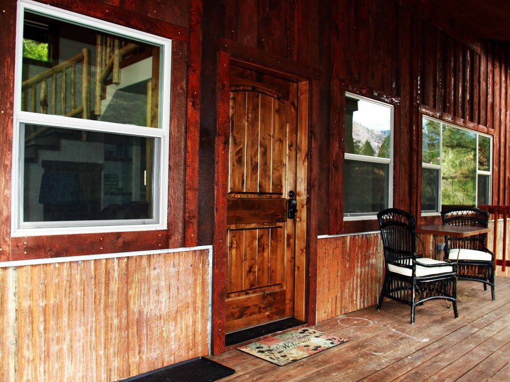 Beach front on the river of no return riggins for Riggins idaho cabin rentals