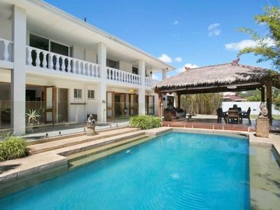 Photo for Beautiful Cadence Avenue  Mermaid Waters.  Large Family Home