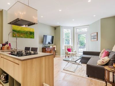 Photo for Splendid 2 Bed Flat with Garden in Maida Vale