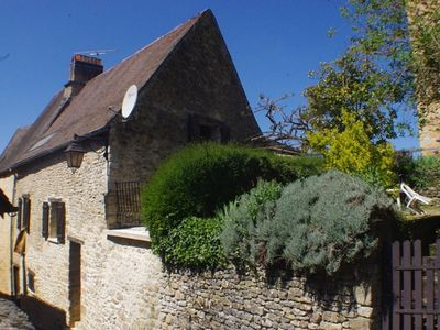 Photo for Charming holiday cottage in the heart of the Périgord Noir