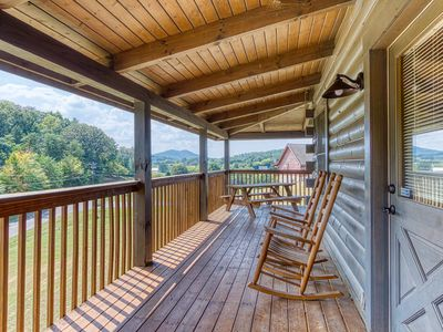 Photo for Perfect for DollyWood, Hot Tub, Arcade Table