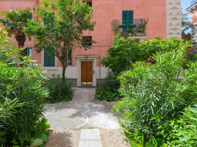 Photo for Apartment in Rome with Internet, Air conditioning, Lift, Washing machine (442066)