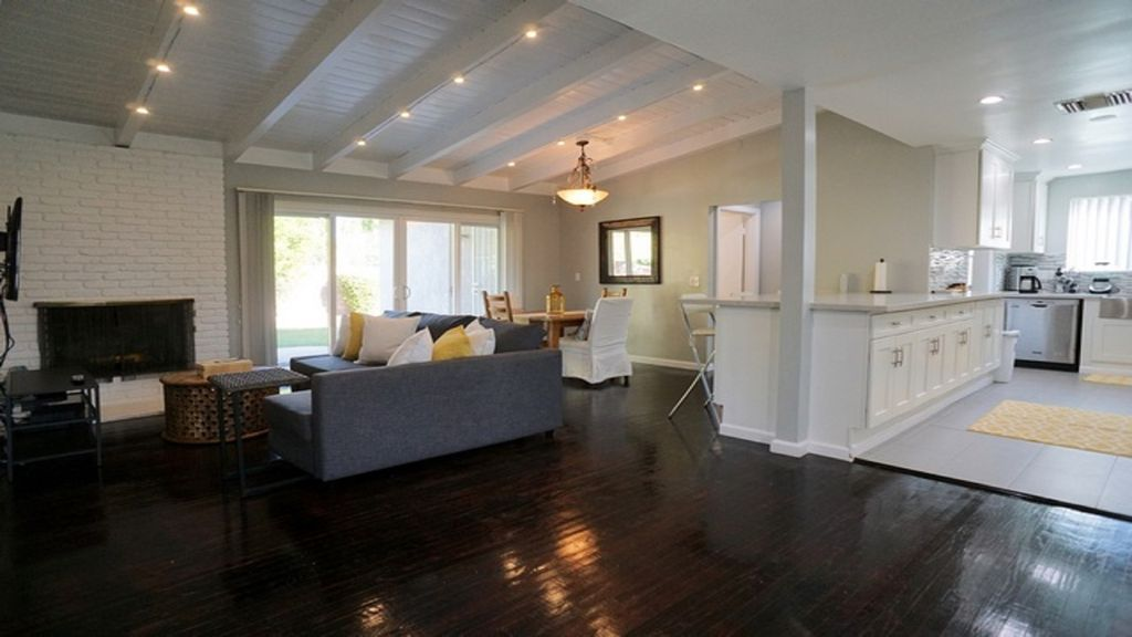 Beautifully Renovated 4bdrm 2 5bath Home In Vrbo