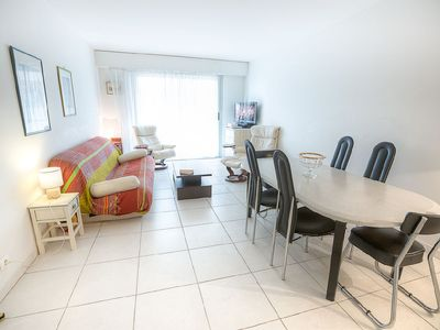 Photo for Flat with garage in the centre of Antibes near the beach