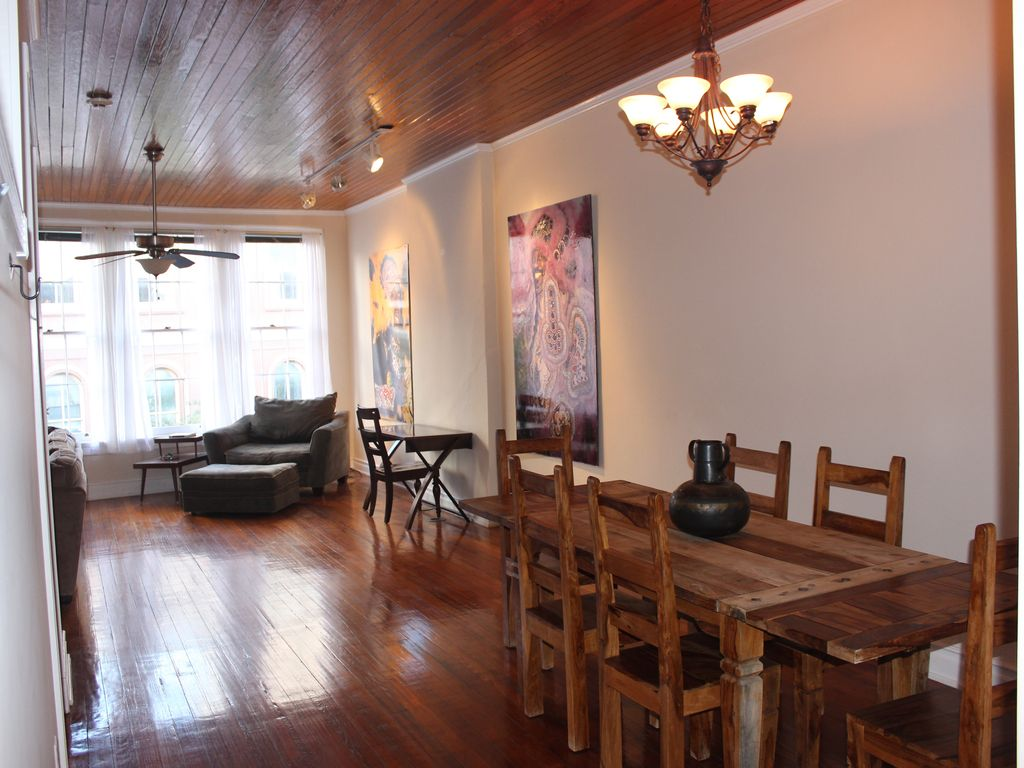 N 39 awlins double decker private 4 bedroom building in for Best private dining rooms new orleans