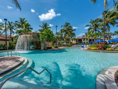 Photo for Couple's Getaway! Spacious King Unit with a Balcony. Parking, 5 Pools, Tennis