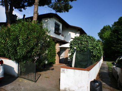 Photo for Beautiful villa on the ground floor by the sea with garden and private parking