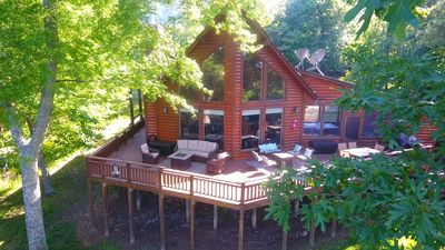 Family friendly log home has great lake views from huge deck!