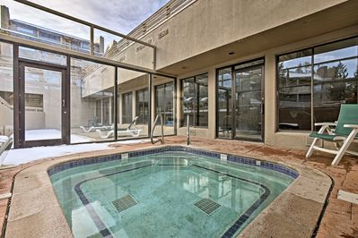 Enjoy hot tub and pool access during your stay, along with community amenities.