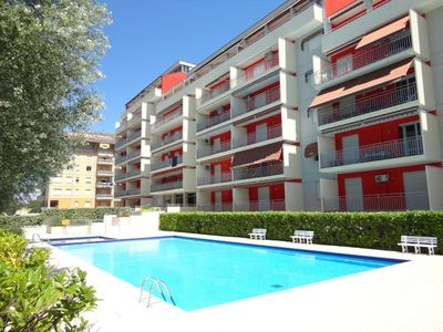 Photo for Flat with swimming pool in the city center