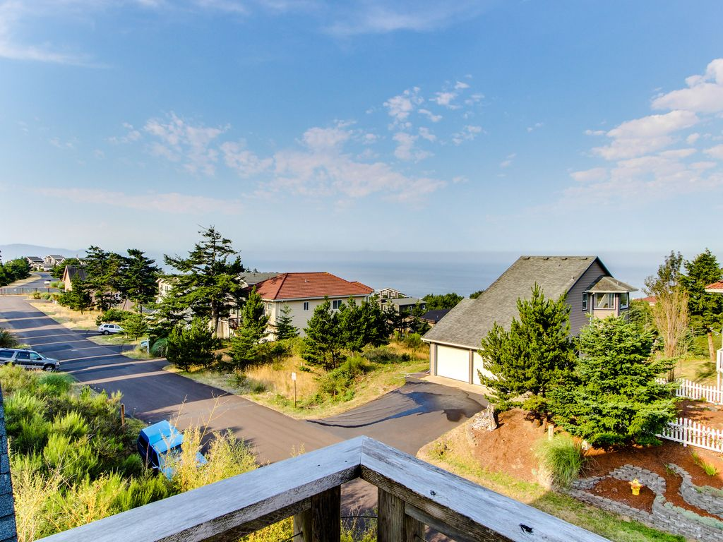 Classic coastal home w ocean view in quiet vrbo for Classic homes reviews
