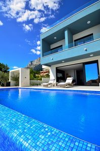 Photo for ctma152/ Modern, newly built villa with heated infinity pool, ideal for 8 persons in Makarska