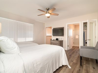 Photo for The beach is calling your name! 5 miles from Dockweiler!