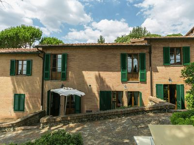 Photo for Holiday home 5 km from Sienna in the hills, swimming pool and garden