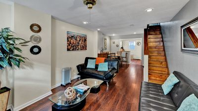 Nicely Designed House Near Everything, Mins from Center City