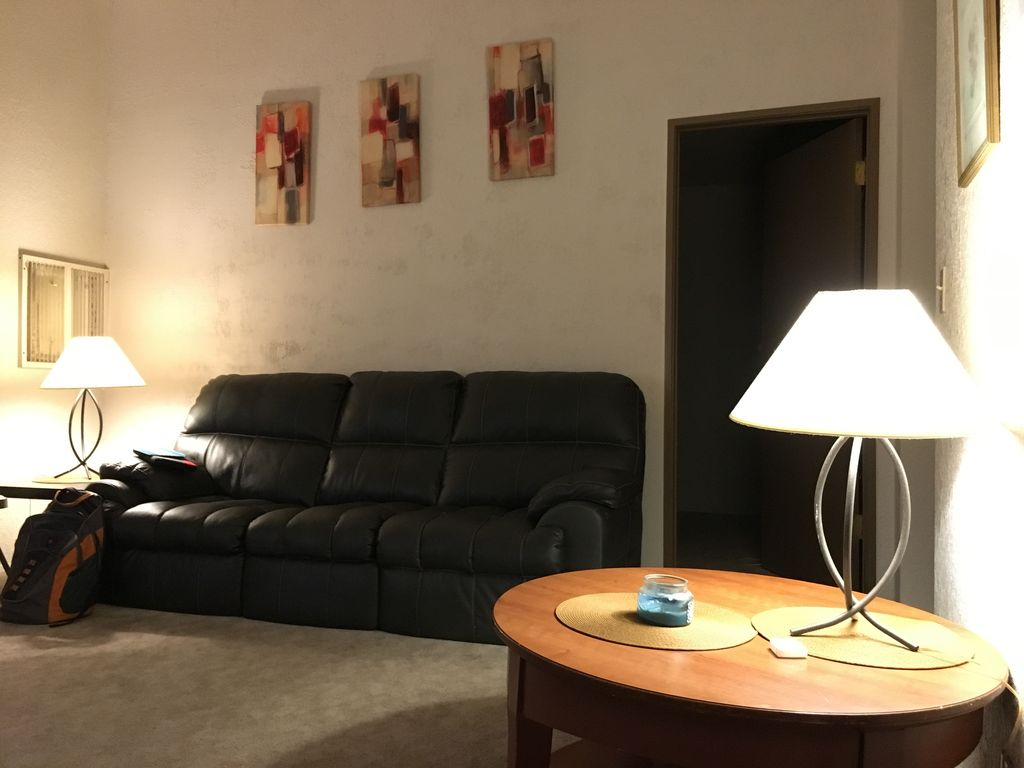 Spacious 2 Bedroom Family Apartment Home In Private University Neighborhood