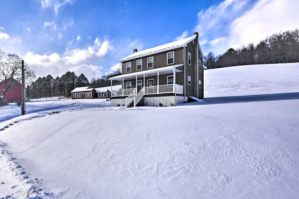 Restored Farmhouse w/Patio 5 Mi to Blue Mtn Resort - Palmerton