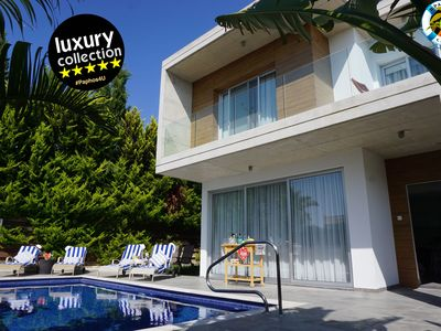 Photo for Javania Coral modern 3BR Villa within 300m of the sea and beach. Fully AC heated