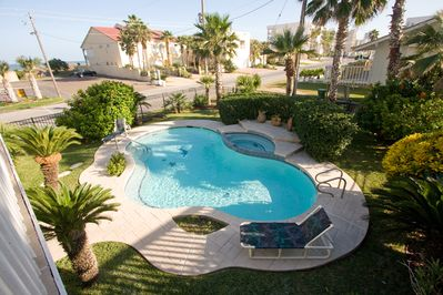 Pool/Jacuzzi Inviting for relaxation just across the street from the beach!!