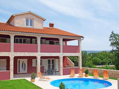 Photo for This 4-bedroom villa for up to 12 guests is located in Pula and has a private swimming pool, air-con