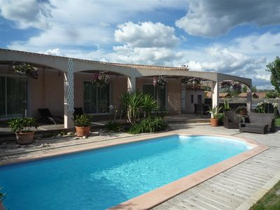Photo for Pretty house with swimming pool near Les Baux de Provence, sleeps 6.