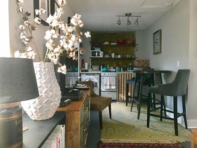 Photo for Charming Carriage House Apartment